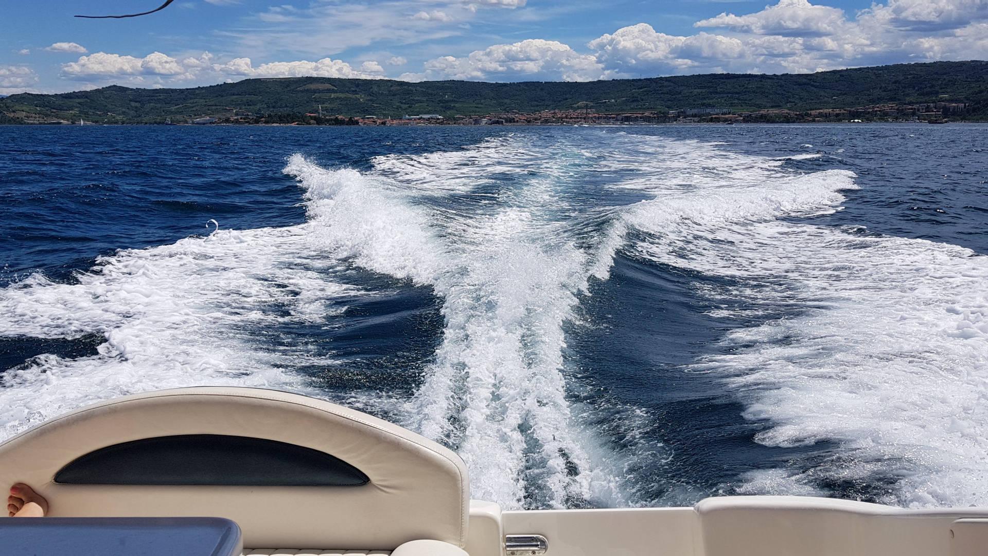 motorboot wellen heck grado yachtschule schwaiger